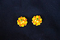 """Кабошон (серединка) """"Цветочек с вишенкой"""" желтого цвета"""