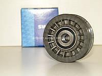Паразитный ролик (ребристый) ремня генератора на Мерседес Спринтер 2.3D 1995-2000 SWAG (Германия) 10030001