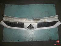 Передняя решетка на Renault Trafic