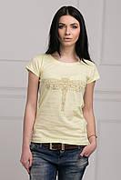 Модная летняя футболка  с интересным прином на груди
