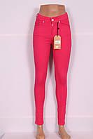 Женские завышенные джинсы цвета фуксия