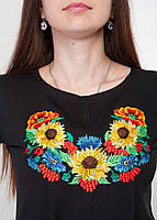 Вышитая женская футболка с цветочным принтом