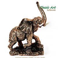 Статуэтка африканского слона на скале с бивнями ES024