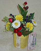 Летняя мини композиция с искусственными цветами и фруктами