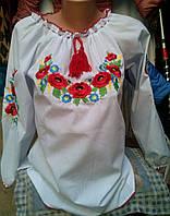 Женская вышиванка с красивым узором