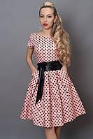 Очаровательное клубное платье с розовое в мелкий черный горошек и широким поясом