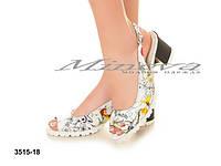 Яркие женские кожаные босоножки на каблуке с открытым передом разных расцветок