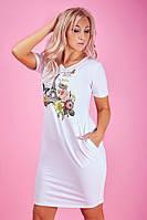 Белое трикотажное платье с цветочным принтом