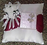 Свадебная подушка под кольца № 6 (квадрат+шкатулка) бордовая