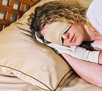 Глазная маска для сна c косметическим эффектом