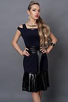 Модное темно-синее платье с оригинальными рукавами  с кожаными вставками
