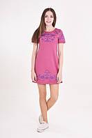Красивое летнее платье  украшено сиреневой вышивкой на мягком трикотаже