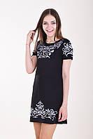 Стильное черное платье на лето декорировано кружевными серо-голубым орнаментом на груди и рукавах
