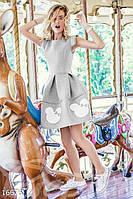 Молодежное приталенное женское платье с пышной юбкой в складку и принтом микки неопрен