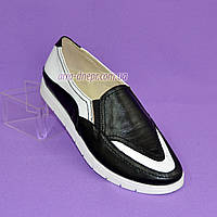 Туфли-мокасины женские  на утолщенной белой подошве из натуральной белой и черной кожи