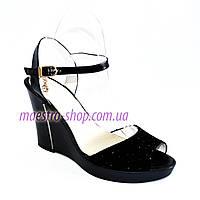 Замшевые женские босоножки черные на платформе