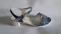 Женские кожаные босоножки на маленьком каблуке натуральная кожа