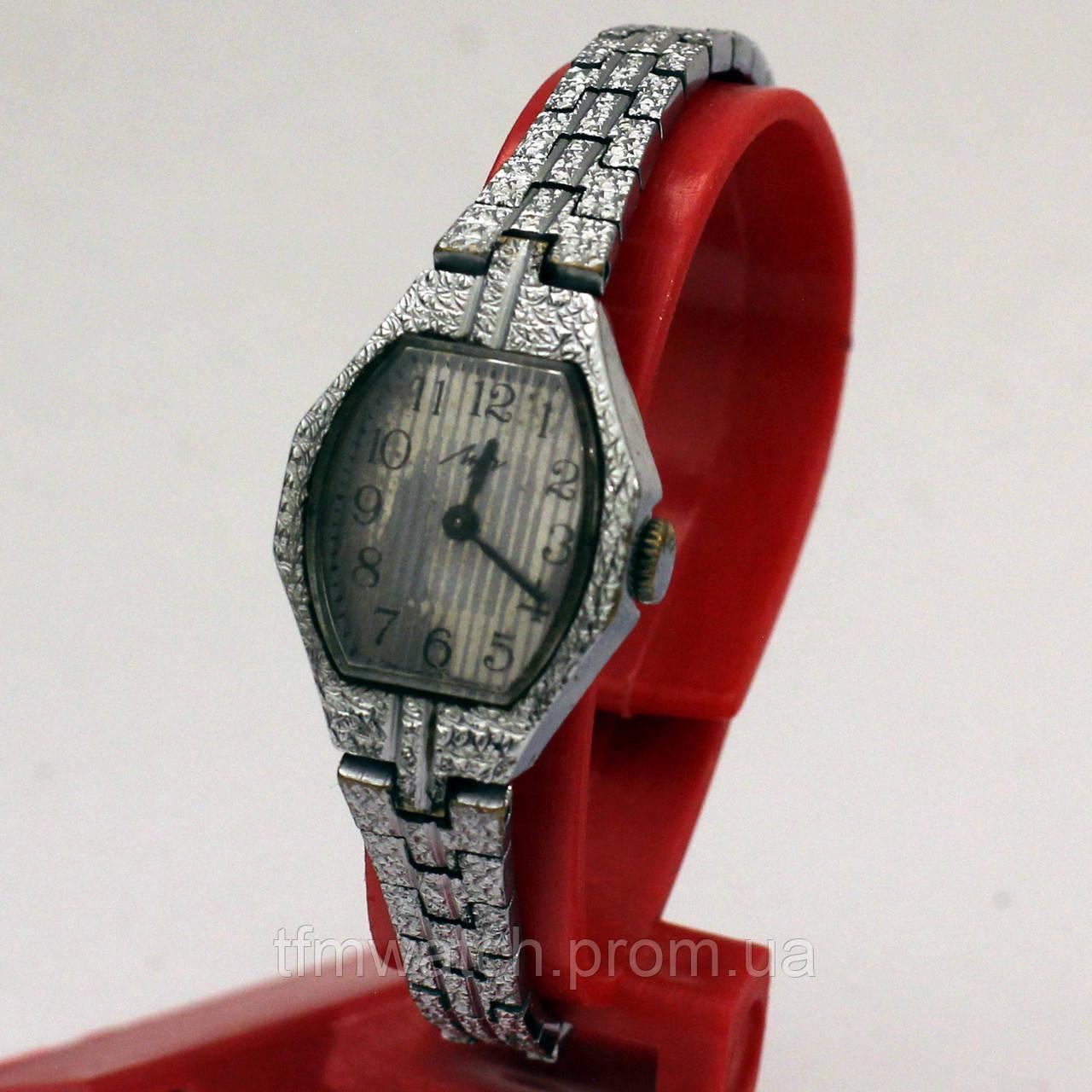 Женские часы Луч на браслете