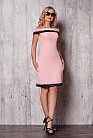 Платье с декольте и низ платья обшитый кружевом