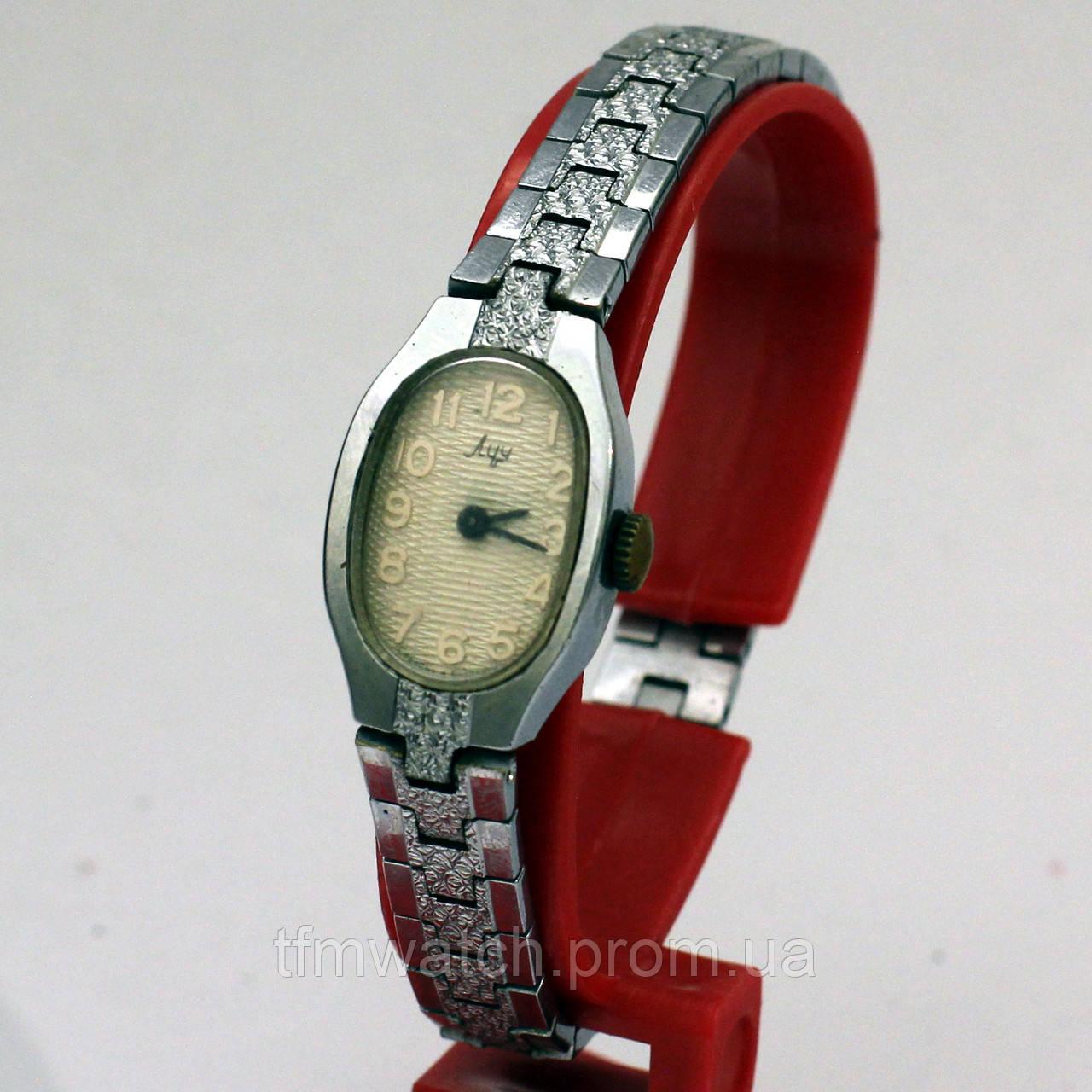 Женские часы Луч сбраслетом