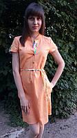 Модное летнее женское платье-рубашка персикового цвета