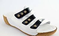 Шлепанцы женские кожаные белые с черным на танкетке