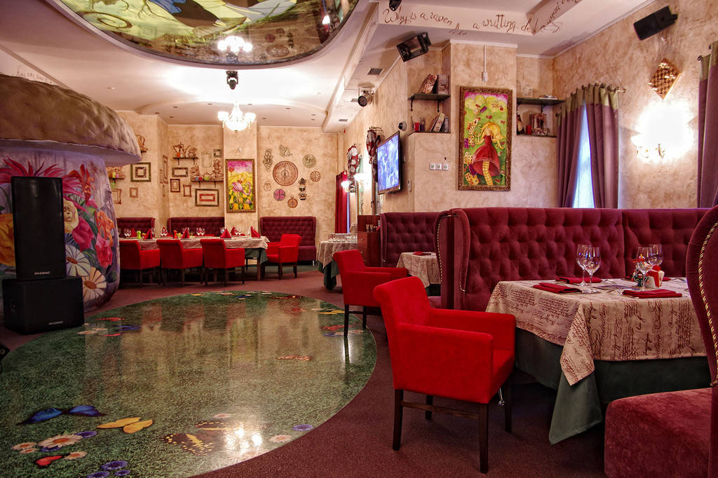 "Диваны для ресторана ""Алиса music club"", г. Киев"