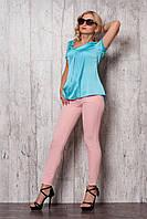 Женский костюм: брюки пудрового цвета + шелковая блуза голубого цвета.