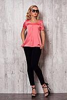 Женский костюм: брюки черного цвета + шелковая блуза розового цвета.