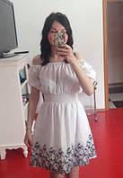 Красивое белое короткое платье с вышивкой
