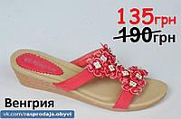 Шлепанци сланци на танкетке шлепки босоножки красные с цветочками красные женские, подошва полиуретан