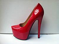 Туфли женские модные лаковые красные Лабутен Louboutin