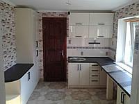 Кухня на заказ черная столешница фасад покраска рал 1013 BLUM-004