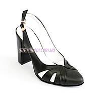 Стильные кожаные черные босоножки на каблуке