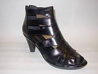 Элегантные женские босоножки кожаные черные на каблуке