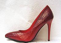 Туфли женские стильные на шпильке красные рептилия