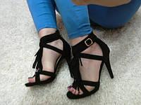 Оригинальные стильные  босоножки на каблуке , черные