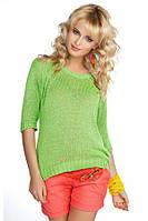 Женская вязаная кофточка зеленого цвета с рукавом три четверти.