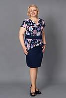 Стильное батальное платье с баской и коротким рукавом