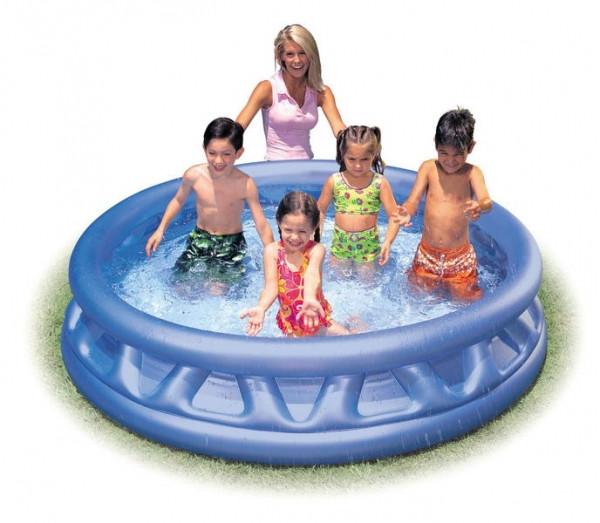 Как подготовить малыша для первого купания в бассейне?
