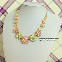 """Ожерелье """"Версаль"""" нежных цветов с цветочками."""