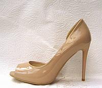 Туфли с открытым носком на шпильке лаковые бежевые