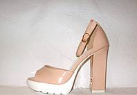 Босоножки женские стильные та толстом устойчивом каблуке  лаковые цвета пудры