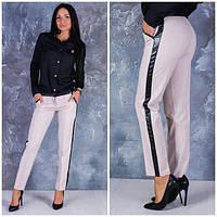 Женские брюки с полоской из эко кожи