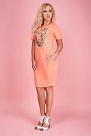 Кораллово-розовое платье с рисунком из цветов и надписи PARIS