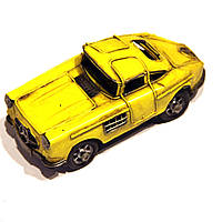 Модель автомобиля Retro XR8 желтый