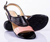 Женские стильные босоножки на низком каблуке