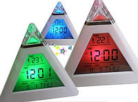 Часы будильник хамелеон с термометром пирамидка