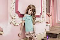 Детское платье прямого кроя с коротким рукавом и вырезами на плечах