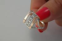 Кольцо женское оригинальной формы с мелкими цирконами и золотом